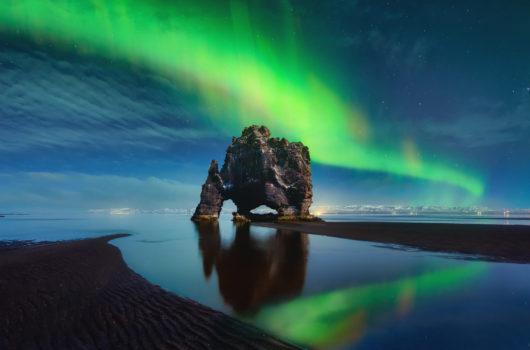 Hvitserkur Northen Lights Green Reflection - ICELAND